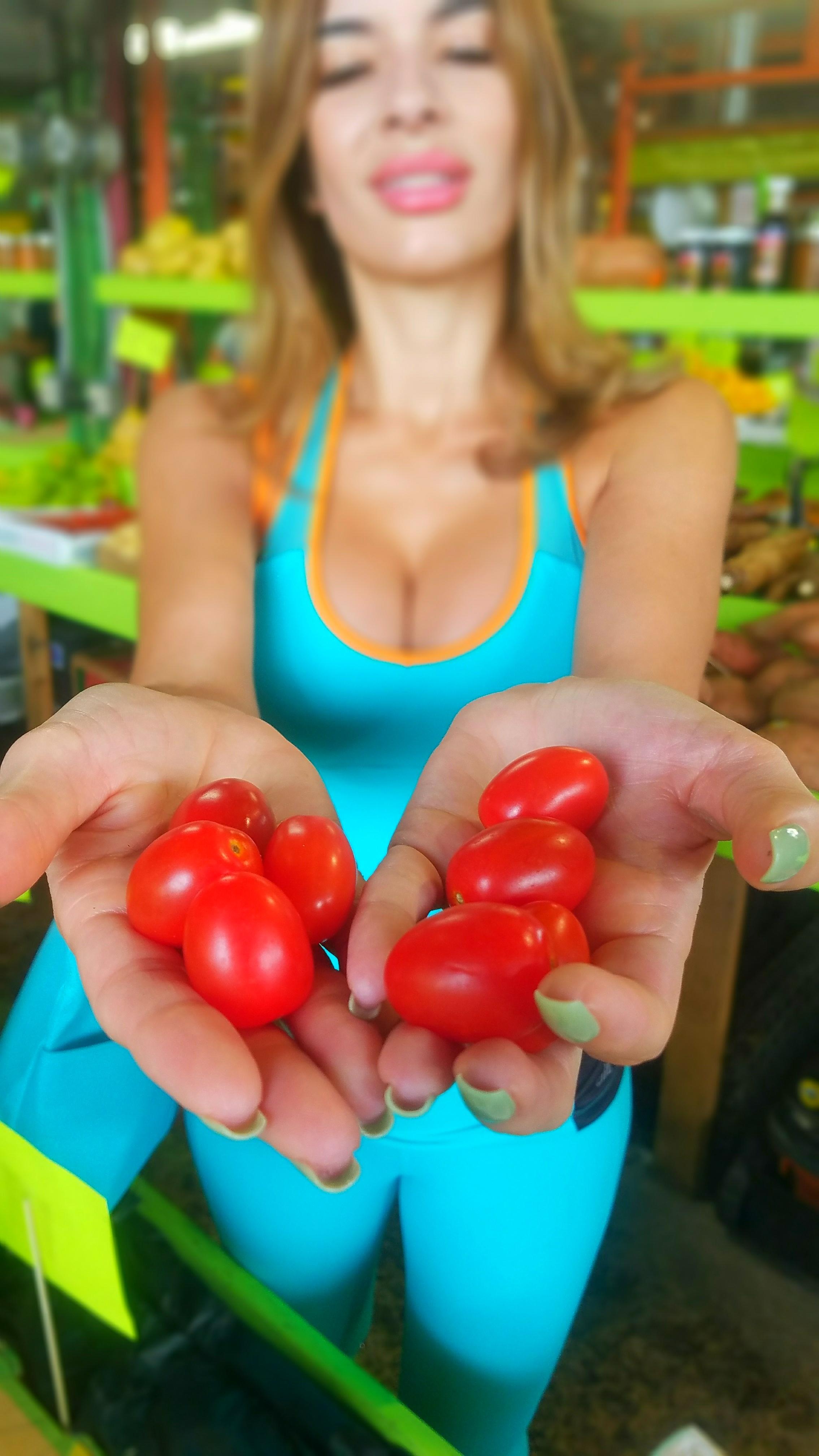 organic tomatoes, yellow green farmer market